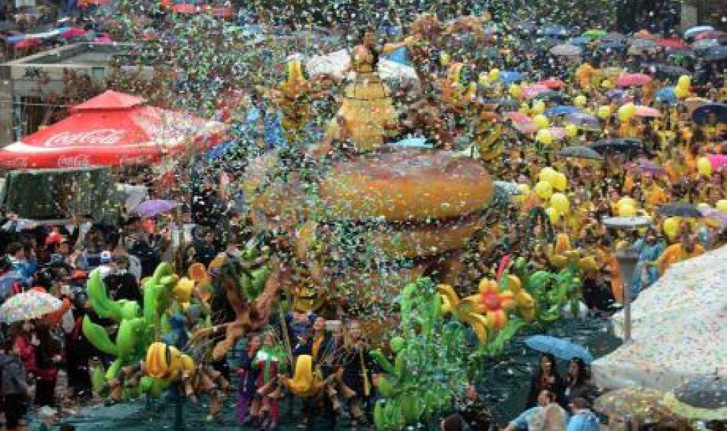 Πατρινό Καρναβάλι: Βροχή… το κέφι, η χαρά και ο ενθουσιασμός από τους χιλιάδες καρναβαλιστές – Δείτε φωτό και βίντεο  - Κυρίως Φωτογραφία - Gallery - Video