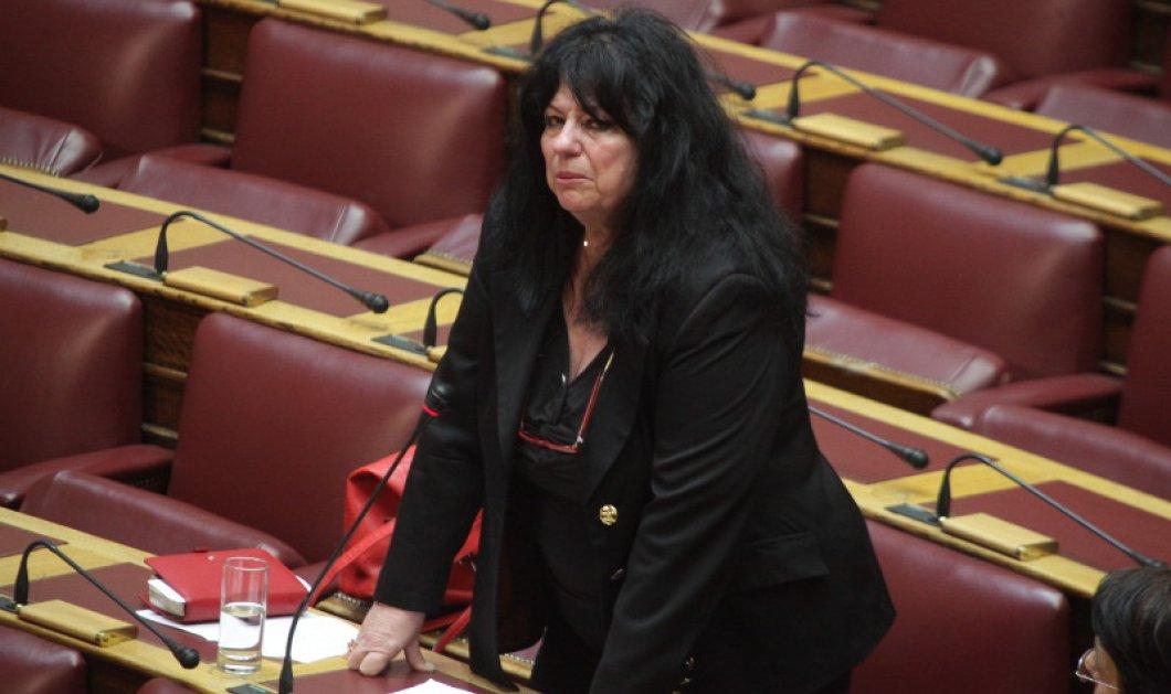 Η Άννα Βαγενά ξέσπασε σε κλάματα στη Βουλή στη συζήτηση για τη δημιουργία αποτεφρωτηρίων - Κυρίως Φωτογραφία - Gallery - Video