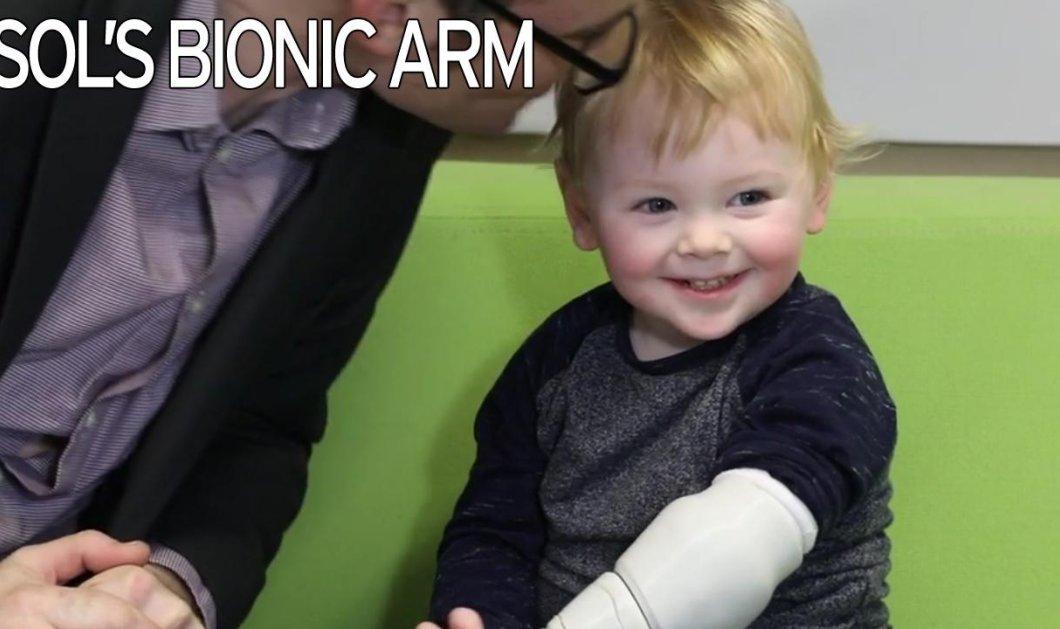 Story of the day: Πως ο μπαμπάς του μικρού με το ακρωτηριασμένο χέρι, του έφτιαξε ένα βιονικό! - Κυρίως Φωτογραφία - Gallery - Video