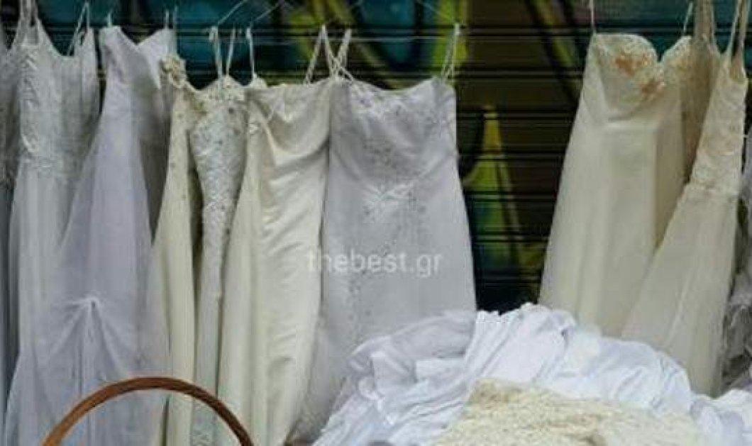 Νυφικά πουλιούνται με 50 ευρώ σε λαϊκή αγορά της Πάτρας: Κοπέλα πέτυχε και έκπτωση στα 15!!! - Κυρίως Φωτογραφία - Gallery - Video