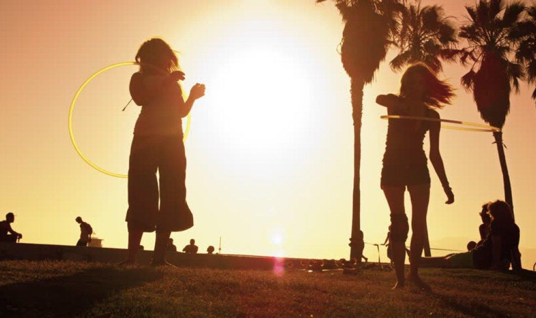 Βίντεο: Μια κοπέλα κάνει απίστευτα κόλπα με χούλα χουπ & γίνεται διάσημη - Κυρίως Φωτογραφία - Gallery - Video