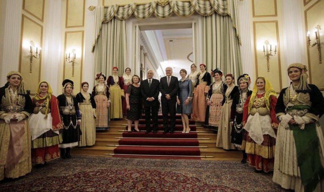 Επίσημο δείπνο στο Προεδρικό: Το κρουαζέ της Μπέτυ Μπαζιάνα με σινιόν, η ψηλή Ντόρα & όλες οι φωτό - Κυρίως Φωτογραφία - Gallery - Video