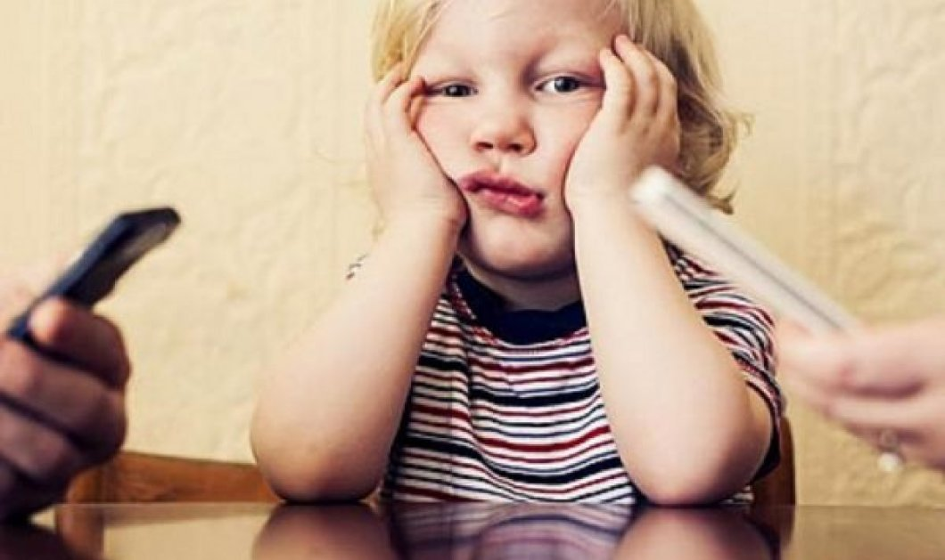 Είστε γονιός και μιλάτε στο κινητό σας συνέχεια; Επηρεάζετε την ψυχολογία των παιδιών σας λέει νέα έρευνα - Κυρίως Φωτογραφία - Gallery - Video
