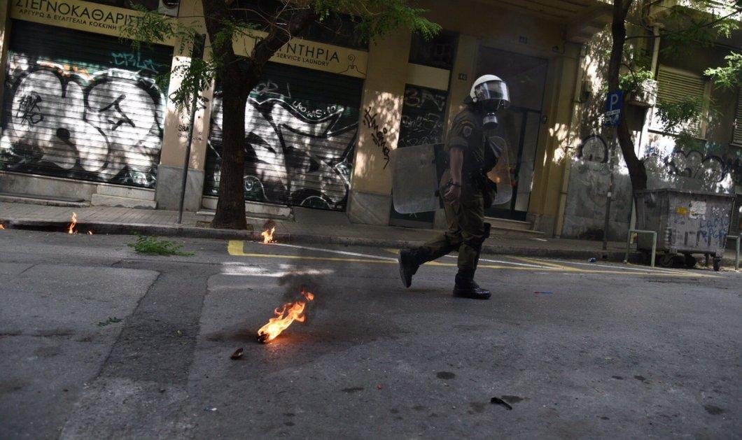 Με βόμβες μολότοφ γιορτάζουν την Πρωτομαγιά στα Εξάρχεια -Φώτο - Κυρίως Φωτογραφία - Gallery - Video