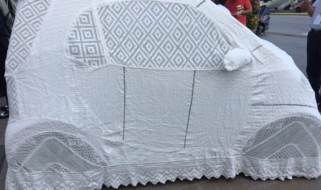 Αυτήν την κουκούλα αυτοκινήτου με το βελονάκι όλη στο χέρι δεν την έχετε ξαναδεί- Από μαμά Ελληνίδα - Κυρίως Φωτογραφία - Gallery - Video