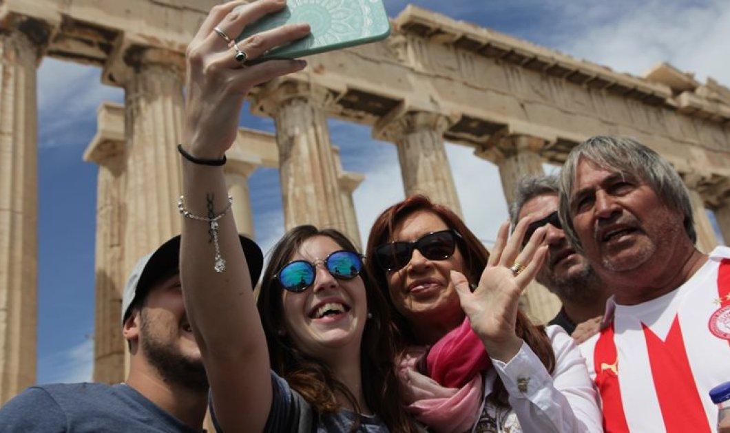 Η σέλφι της Κριστίνα Φερνάντες - Κίρχνερ στην Ακρόπολη! -Φώτο - Κυρίως Φωτογραφία - Gallery - Video