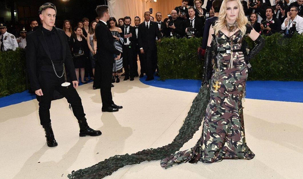 Met Gala - Madonna: Ντύθηκε στρατιώτης στη χειρότερή της εμφάνιση ever - Οι αδελφές Olsen αρσενικό και παλιά δαντέλα - Κυρίως Φωτογραφία - Gallery - Video