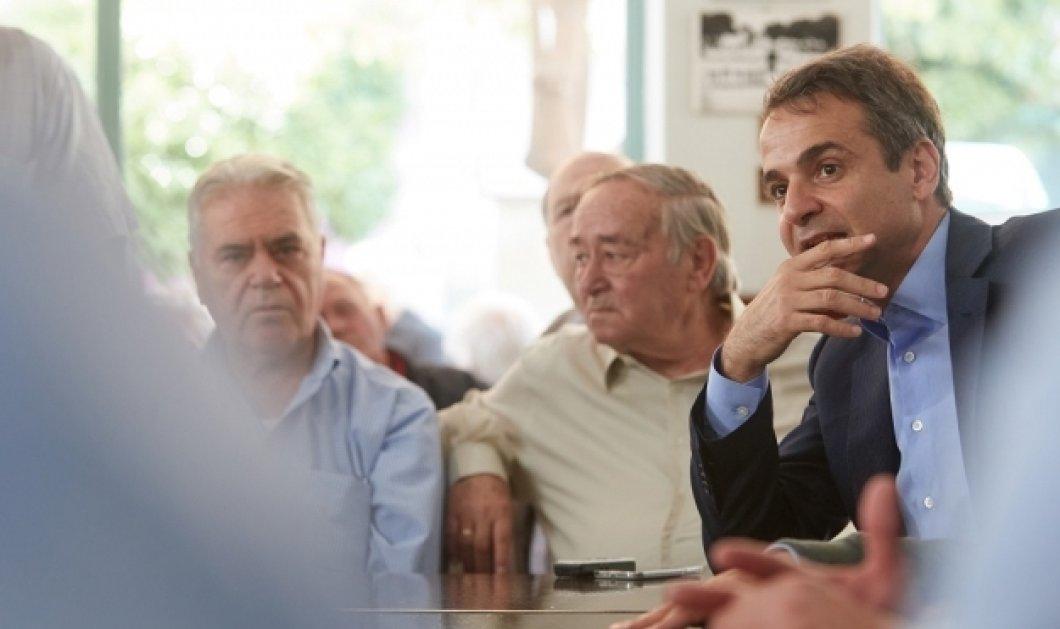 Στο καφενείο ο Μητσοτάκης με συνταξιούχους για βαρύ γλυκό & κουβεντούλα (Φωτό - Βίντεο) - Κυρίως Φωτογραφία - Gallery - Video