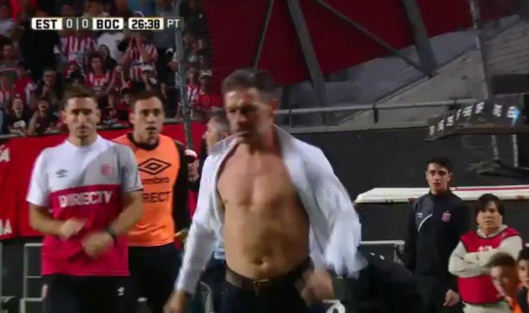Προπονητής αποβλήθηκε και έσκισε το πουκάμισό του -Βίντεο - Κυρίως Φωτογραφία - Gallery - Video