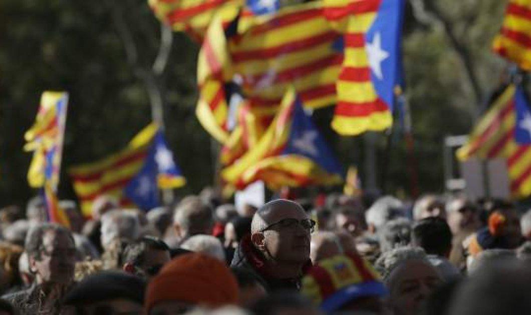 Η Καταλονία προκήρυξε δημοψήφισμα για την ανεξαρτησία της - Κυρίως Φωτογραφία - Gallery - Video