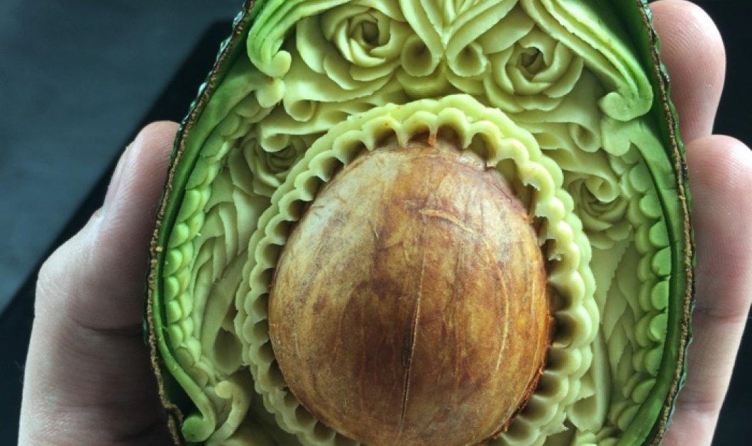 Ιταλός με επιδέξια χέρια σκαλίζει περίτεχνα αριστουργήματα πάνω σε αβοκάντο και άλλα λαχανικά (Φωτό) - Κυρίως Φωτογραφία - Gallery - Video