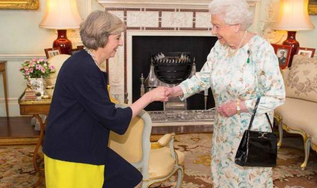 Εξελίξεις: Η Μέι πήγε στο παλάτι, πήρε εντολή σχηματισμού κυβέρνησης - Με τους Ενωτικούς της Β. Ιρλανδίας - Κυρίως Φωτογραφία - Gallery - Video