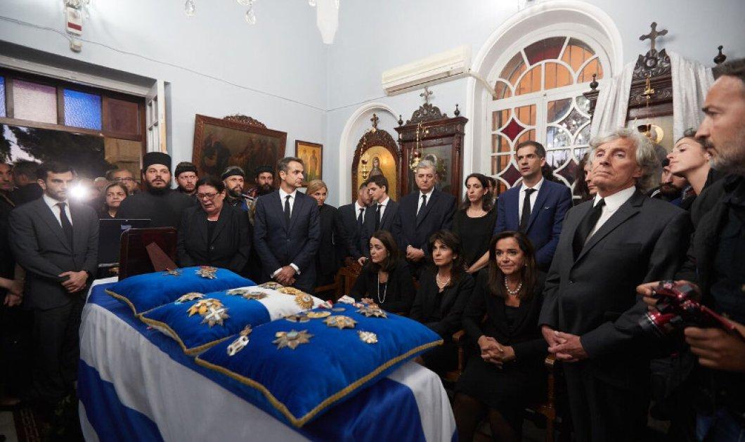 Η Κρήτη σήμερα αποχαιρετά τον Κωνσταντίνο Μητσοτάκη - Σε λαϊκό προσκύνημα στα Χανιά η σορός του (Φωτό - Βίντεο) - Κυρίως Φωτογραφία - Gallery - Video