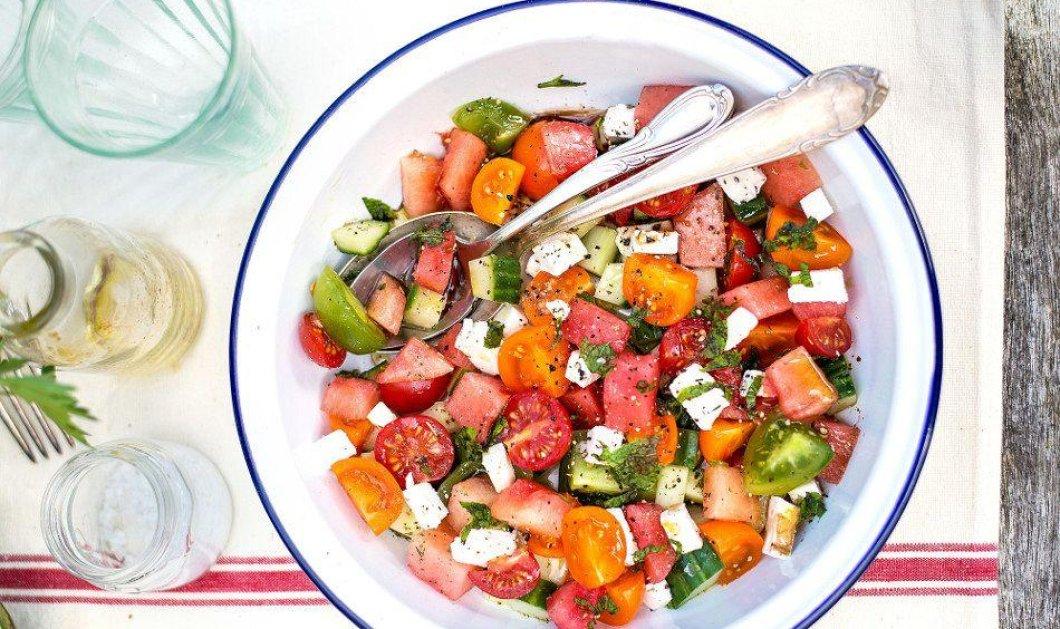 Χωριάτικη σαλάτα με καρπούζι & φέτα: Οι New York Times την έκαναν Viral, αλλά ο Άκης, η Αργυρώ και ο Σκαρμούτσος έχουν την αυθεντική συνταγή - Κυρίως Φωτογραφία - Gallery - Video