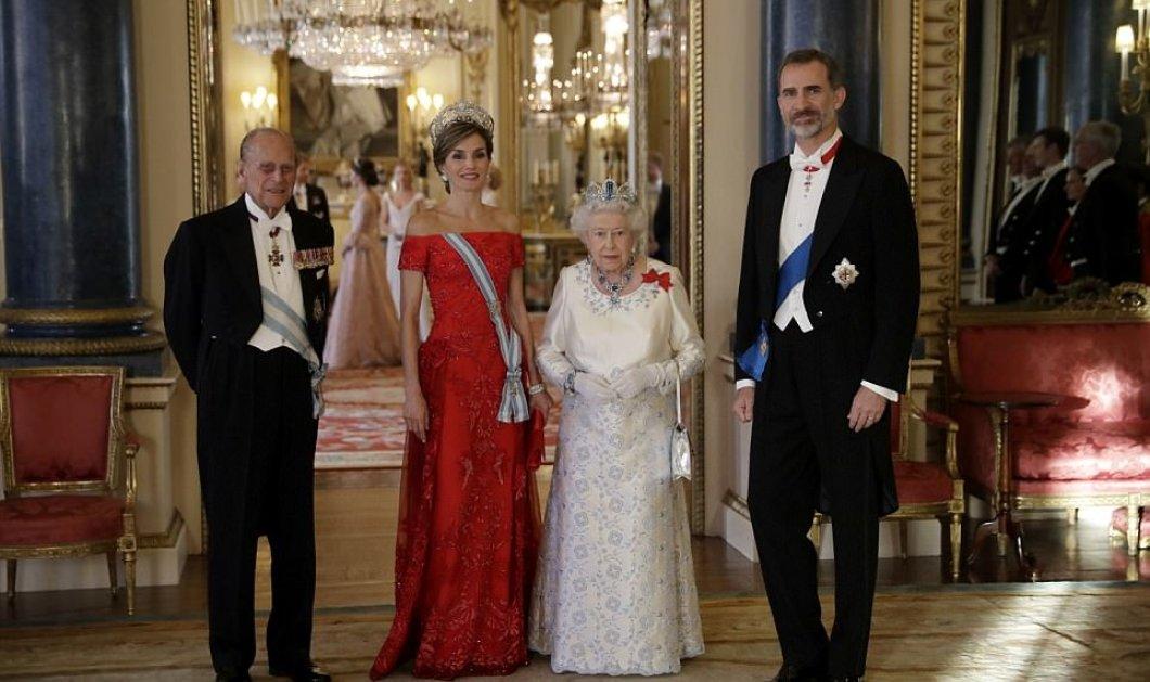 Πασαρέλα με στυλ για δυο βασίλισσες: Ισπανίας Λετίθια & Ελισάβετ, με την Κέιτ για πρώτη φορά με σέξι ντεκολτέ (ΦΩΤΟ-ΒΙΝΤΕΟ)  - Κυρίως Φωτογραφία - Gallery - Video