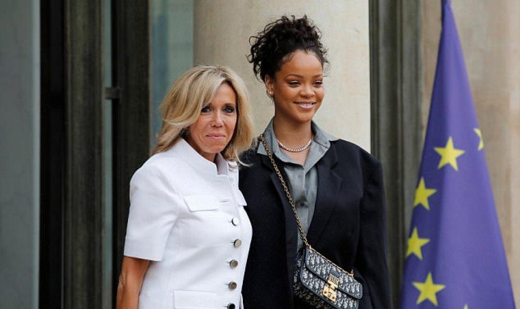 Η Ριάνα σεμνή με Dior συνάντησε την σπορτίβ Μπριζίτ Μακρόν στο Προεδρικό Μέγαρο - Βίντεο & Φωτογραφίες η άφιξη τα χαμόγελα - Κυρίως Φωτογραφία - Gallery - Video