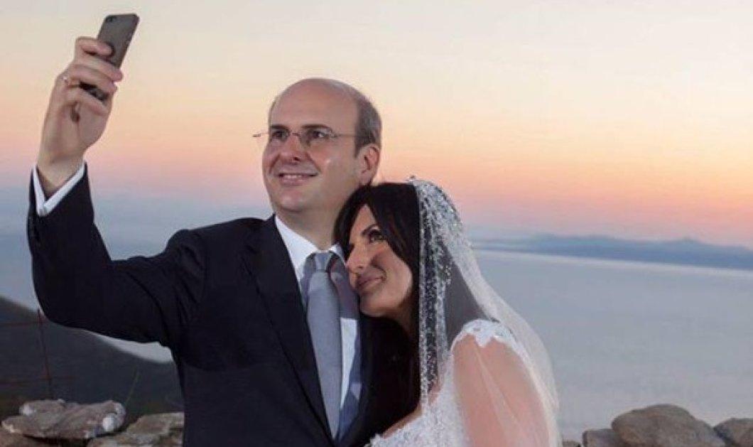 Παντρεύτηκε ο Κωστής Χατζηδάκης την αγαπημένη του Πόπη Καλαϊτζή στην Τζια - Τον Σεπτέμβριο το πάρτυ  - Κυρίως Φωτογραφία - Gallery - Video