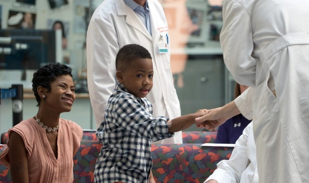 Story of the day: Ο 10χρονος Ζάιον Χάρβεϊ έκανε την πρώτη επιτυχημένη διπλή μεταμόσχευση χεριών - Κυρίως Φωτογραφία - Gallery - Video