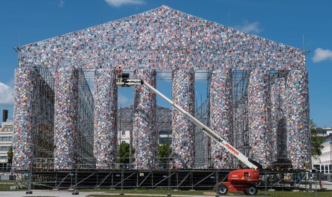 Απίστευτο: Έφτιαξαν τεράστιο αντίγραφο του Παρθενώνα όλο από χιλιάδες βιβλία (ΦΩΤΟ) - Κυρίως Φωτογραφία - Gallery - Video
