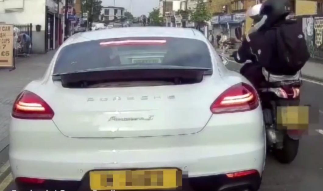H τρομακτική στιγμή που ένας κακοποιός μαχαιρώνει τον οδηγό της Porsche & του κλέβει το ρολόι (ΒΙΝΤΕΟ) - Κυρίως Φωτογραφία - Gallery - Video