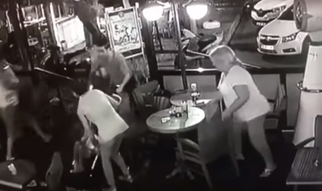 Βίντεο την ώρα του σεισμού: Η κυρία με το καροτσάκι το μωρό και την φίλη της βγαίνουν βολίδα από την καφετέρια - Κυρίως Φωτογραφία - Gallery - Video