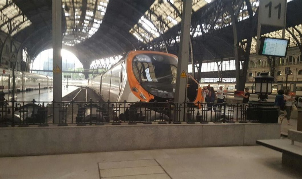 48 τραυματίες από σύγκρουση τρένων σε σταθμό της Βαρκελώνης (ΦΩΤΟ-ΒΙΝΤΕΟ) - Κυρίως Φωτογραφία - Gallery - Video