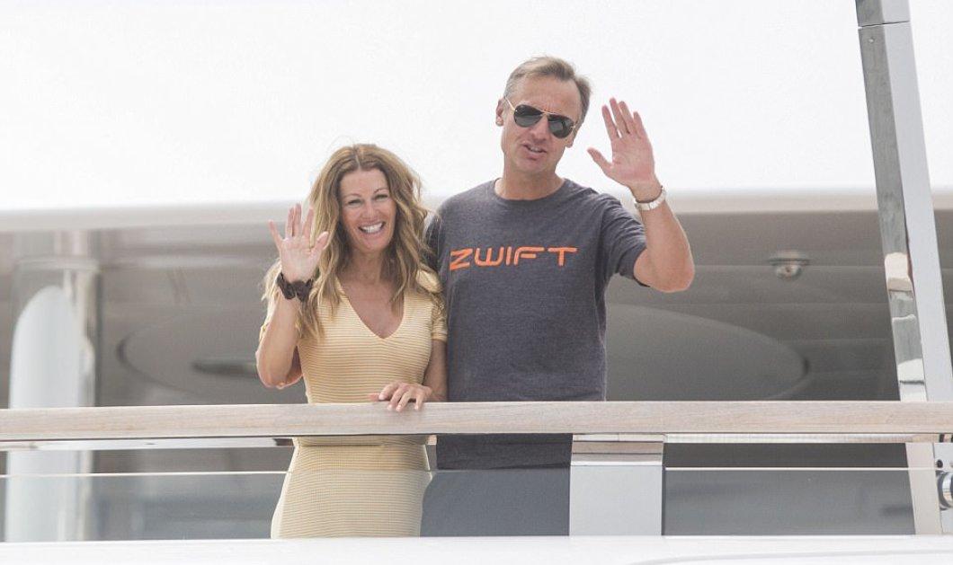 Αυτή είναι η πλουσιότερη γυναίκα της Αγγλίας παντρεμένη με τον πλουσιότερο Ελβετό: η πρώην Miss UK ποζάρει στο σούπεργιωτ της - φωτό - Κυρίως Φωτογραφία - Gallery - Video
