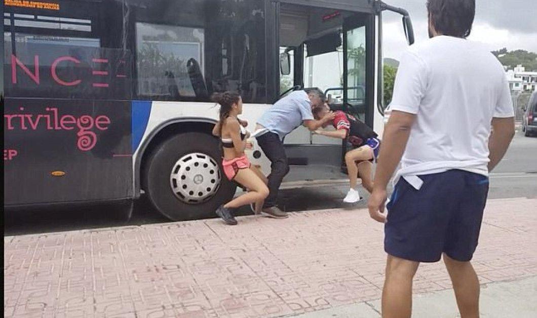 Της κακομοίρας έγινε στην Ίμπιζα: Νεαρός δίνει μπουνιές κλωτσιές σε οδηγό λεωφορείου στην μέση του δρόμου (ΒΙΝΤΕΟ) - Κυρίως Φωτογραφία - Gallery - Video