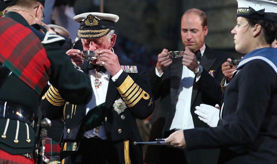 Σπάνια εμφάνιση μόνοι τους: Πρίγκιπας Κάρολος με τον γιο του Γουίλιαμ - Αντροπαρέα πίνουν ουίσκι & άφησαν Καμήλα Κέιτ στο Παλάτι (ΦΩΤΟ) - Κυρίως Φωτογραφία - Gallery - Video