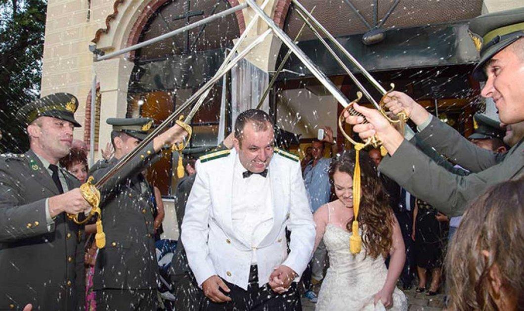 Στρατιωτικός γάμος με χιούμορ στην Κοζάνη: σπαθιά & 3 ζωηρά καψόνια στον γαμπρό – φωτό – βίντεο - Κυρίως Φωτογραφία - Gallery - Video