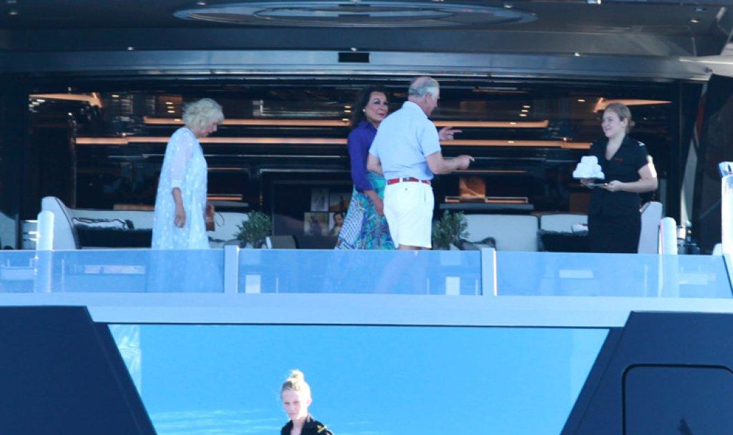 Φωτο: Το γεύμα πάνω στο σκάφος της Γιάννας και του Θόδωρου Αγγελόπουλου με τον πρίγκιπα Κάρολο & την Καμίλα  - Κυρίως Φωτογραφία - Gallery - Video