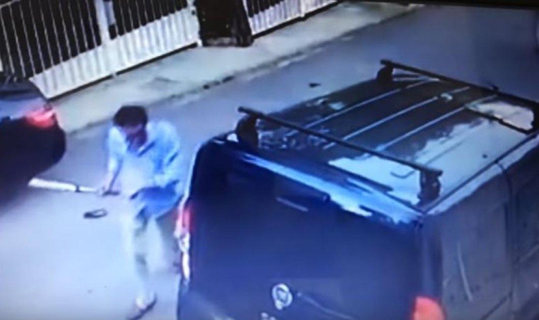 Νεαρός τσαντίστηκε άρπαξε ρόπαλο & έκανε λίμπα ένα βανάκι στη Βουλιαγμένη (ΒΙΝΤΕΟ) - Κυρίως Φωτογραφία - Gallery - Video