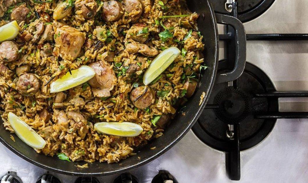 Ο Άκης Πετρετζίκης μας μαγειρεύει λαχταριστό πιλάφι με κοτόπουλο και λεμόνι - Κυρίως Φωτογραφία - Gallery - Video