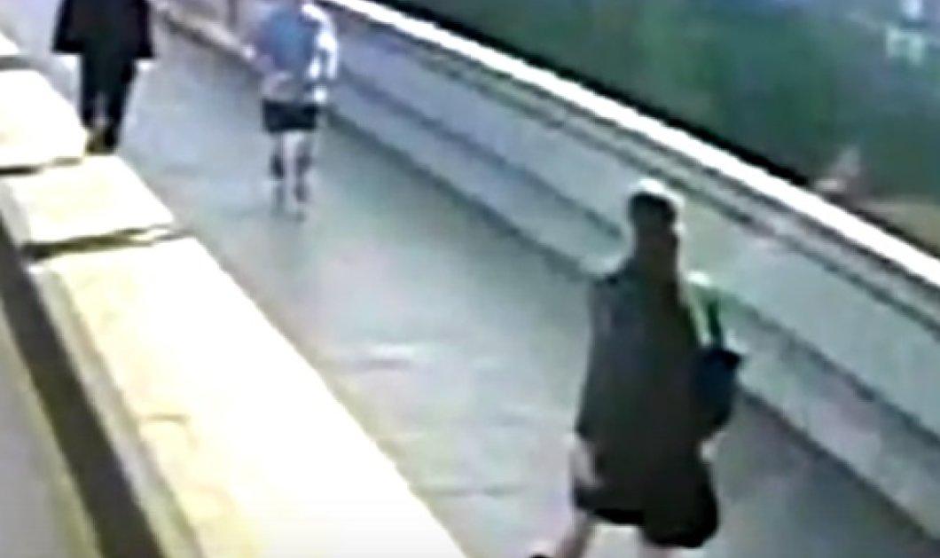 Η τρομακτική στιγμή που ο.. κύριος κάνει τζόκινγκ & ρίχνει μια γυναίκα στις ρόδες λεωφορείου εν κινήσει - (ΒΙΝΤΕΟ) - Κυρίως Φωτογραφία - Gallery - Video