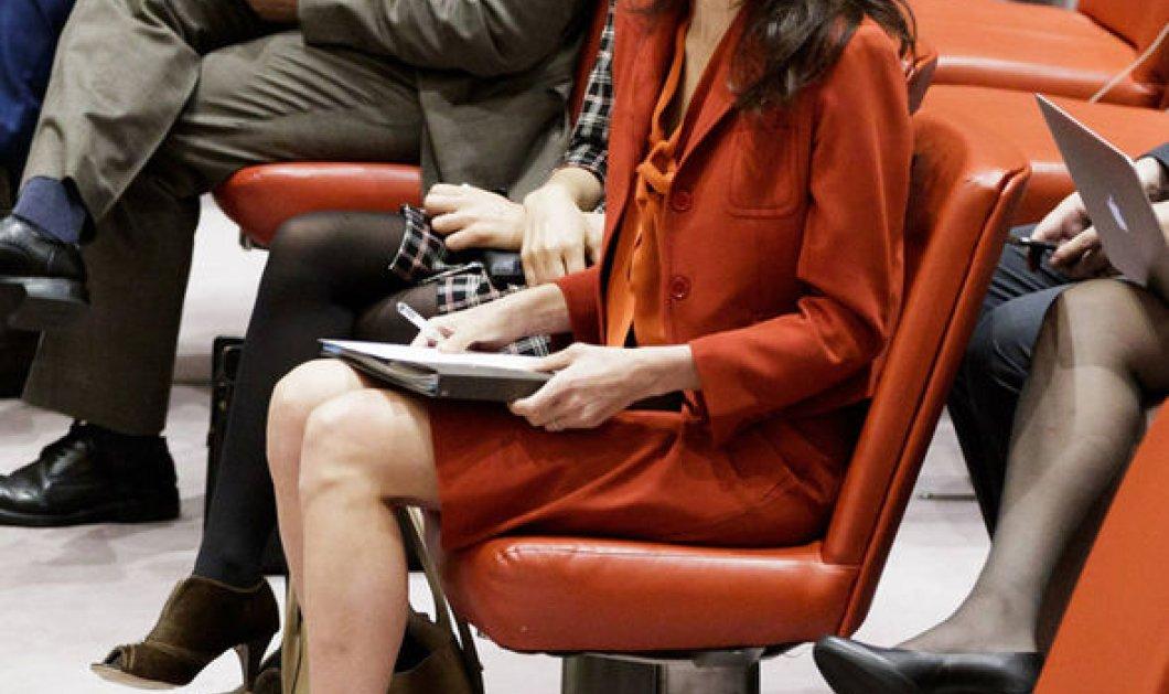 Aχ Amal Clooney σε προτιμάμε glamorous: ντύθηκε σεμνο - ταπεινά για να πάει στον ΟΗΕ – φωτό - Κυρίως Φωτογραφία - Gallery - Video