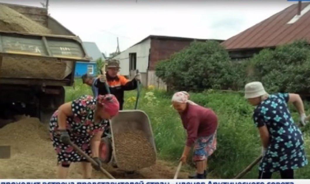 Τοpwomen οι Ρωσίδες γιαγιάδες σε ένα χωριό: Πήραν τα φτυάρια κι έφτιαξαν τον δρόμο μόνες ντροπιάζοντας τις αρχές - Κυρίως Φωτογραφία - Gallery - Video