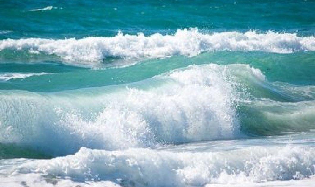 H δραματική διάσωση ενός 17χρονου από ναυαγοσώστη σε παραλία του Ρεθύμνου – βίντεο - Κυρίως Φωτογραφία - Gallery - Video