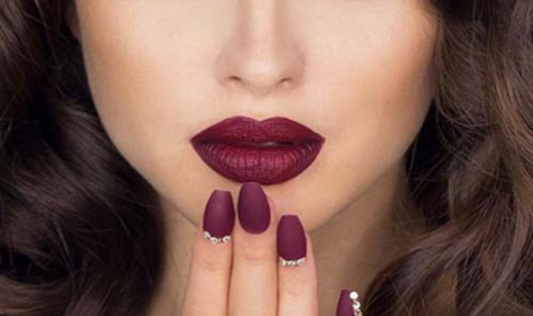 Maroon χείλη και απαλά μάτια: Η κορυφαία τάση στο μακιγιάζ για το φθινόπωρο - Κυρίως Φωτογραφία - Gallery - Video