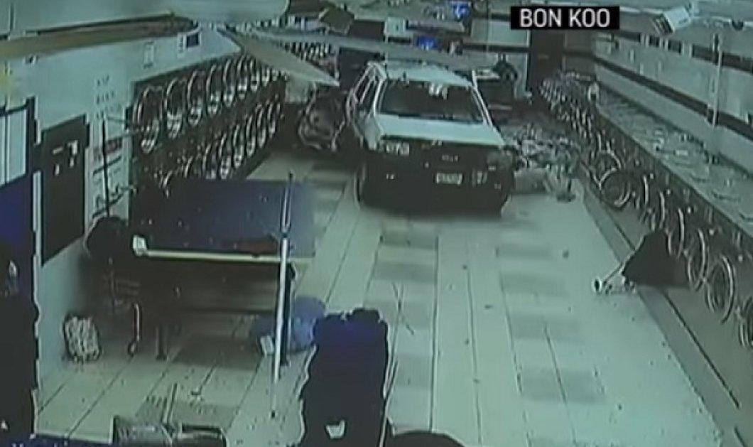 Έβαλε κατά λάθος όπισθεν και έκανε «γυαλιά καρφιά» το καθαριστήριο - Έξι τραυματίες (ΒΙΝΤΕΟ) - Κυρίως Φωτογραφία - Gallery - Video