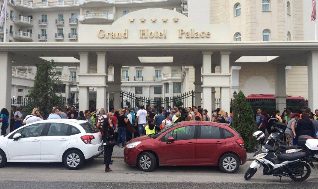 Φωτο & βίντεο: Μπούκαραν με πανό οι απλήρωτοι συμβασιούχοι των ΟΤΑ σε ημερίδα Ελεγκτικού Συνεδρίου στη Θεσσαλονίκη - Κυρίως Φωτογραφία - Gallery - Video