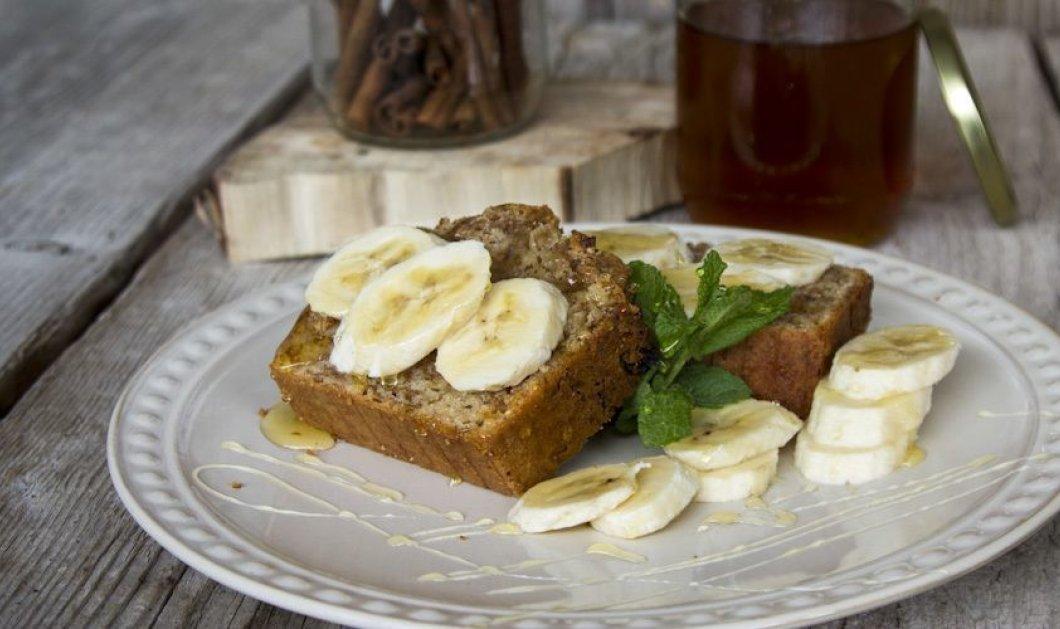 Ο Άκης Πετρετζίκης μας φτιάχνει το ιδανικό κέικ με δημητριακά για πρωινό – βίντεο - Κυρίως Φωτογραφία - Gallery - Video