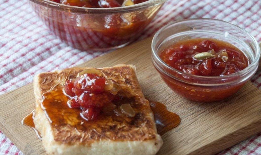 Απίθανο γλυκό ντομάτας με τζίντζερ και κάρδαμο φτιάχνει με μεράκι ο Άκης Πετρετζίκης - Κυρίως Φωτογραφία - Gallery - Video