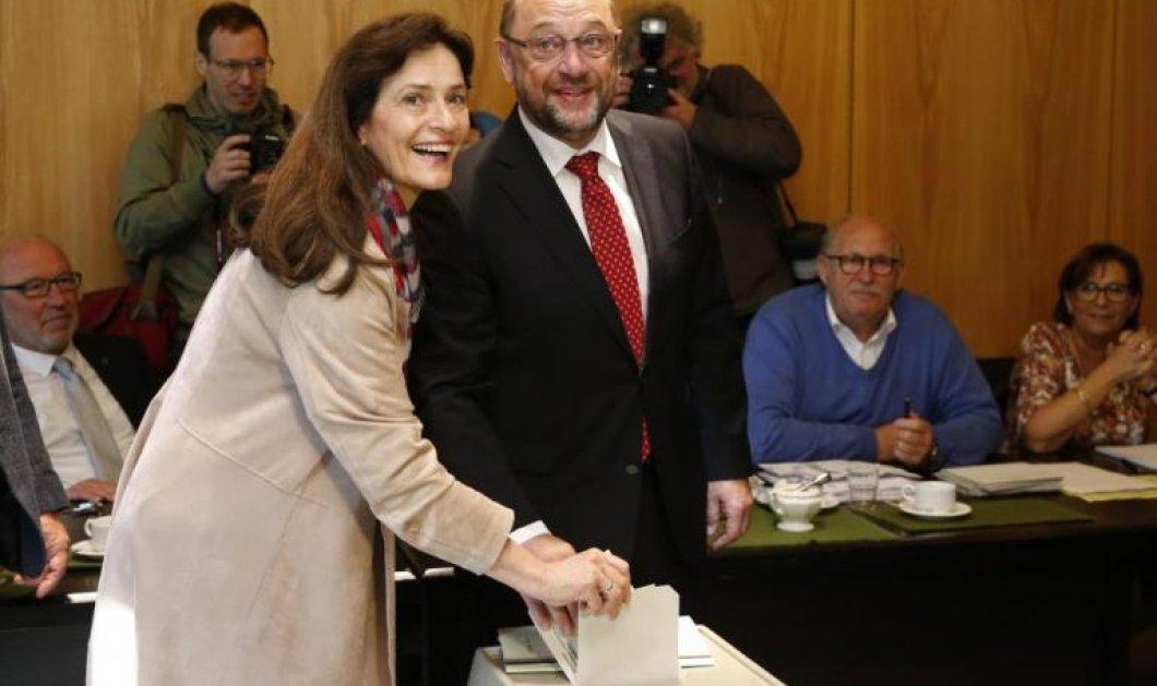 Γερμανικές εκλογές: Ο Μάρτιν Σουλτς ψήφισε μαζί με την σύζυγό του, Ίνε - Κυρίως Φωτογραφία - Gallery - Video