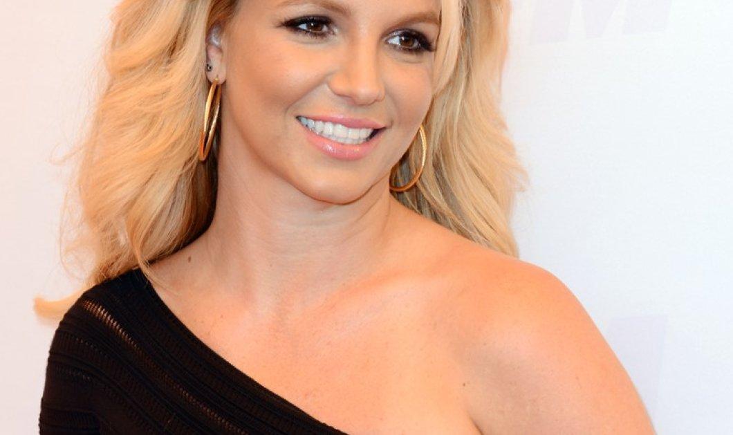Βίντεο – Britney Spears: η 35χρονη τραγουδίστρια κάνει στριπτίζ & μετά τη δική της πασαρέλα μέσα στο σπίτι της - Κυρίως Φωτογραφία - Gallery - Video