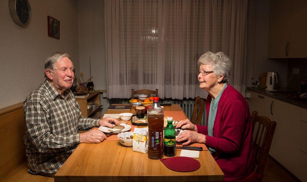 Ένας πολύ περίεργος φωτογράφος εισέβαλε στα σπίτια την ώρα του δείπνου και να τα αποτελέσματα (ΦΩΤΟ) - Κυρίως Φωτογραφία - Gallery - Video