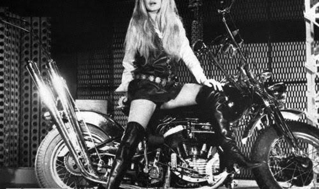 Vintage pics: Όταν η Μπριζίτ Μπαρντό φορούσε καλύτερα από όλες τις thigh high μπότες (ΦΩΤΟ) - Κυρίως Φωτογραφία - Gallery - Video