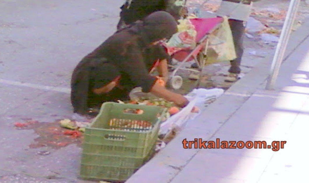 Η φωτογραφία της κρίσης: Μητέρα και κόρη μαζεύουν λαχανικά & ψάρια που πεταχτήκαν στη λαϊκή - Κυρίως Φωτογραφία - Gallery - Video