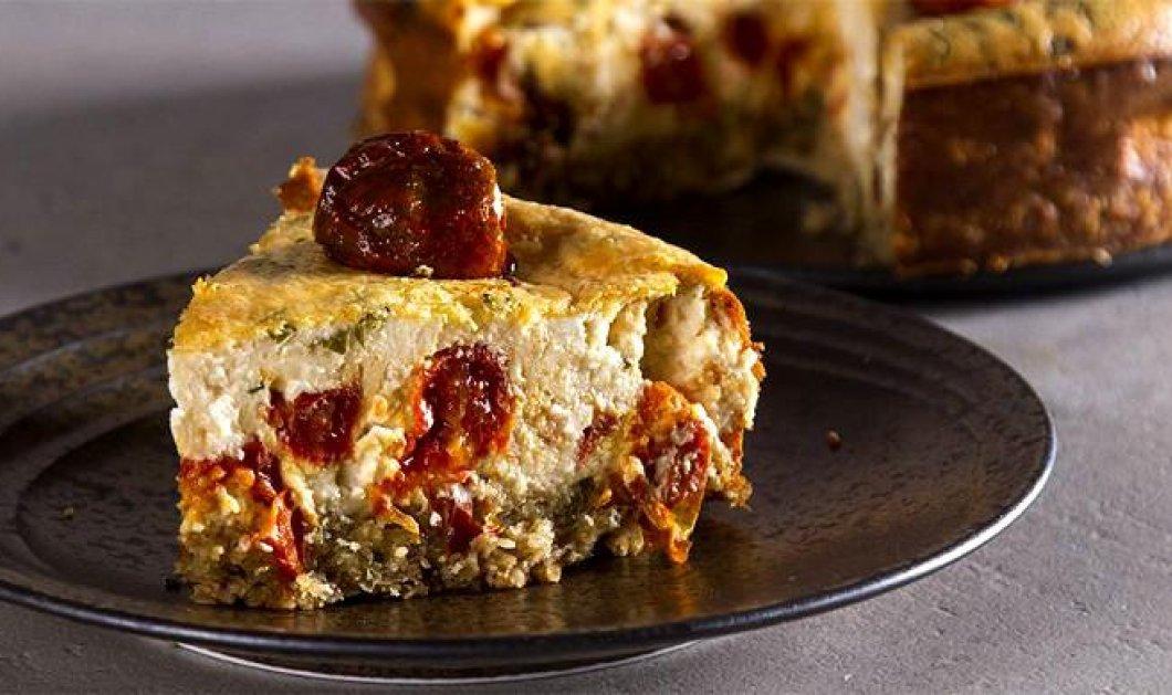 Μια διαφορετική συνταγή που θα λατρέψετε! Cheesecake με τοματίνια και φέτα από τον Άκη Πετρετζίκη - Κυρίως Φωτογραφία - Gallery - Video