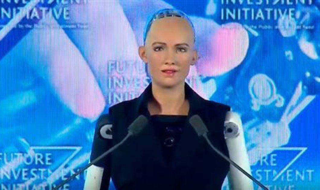 Αυτή είναι η Σοφία: Το πρώτο πολιτογραφημένο ρομπότ της Σ.Αραβίας - Κυρίως Φωτογραφία - Gallery - Video