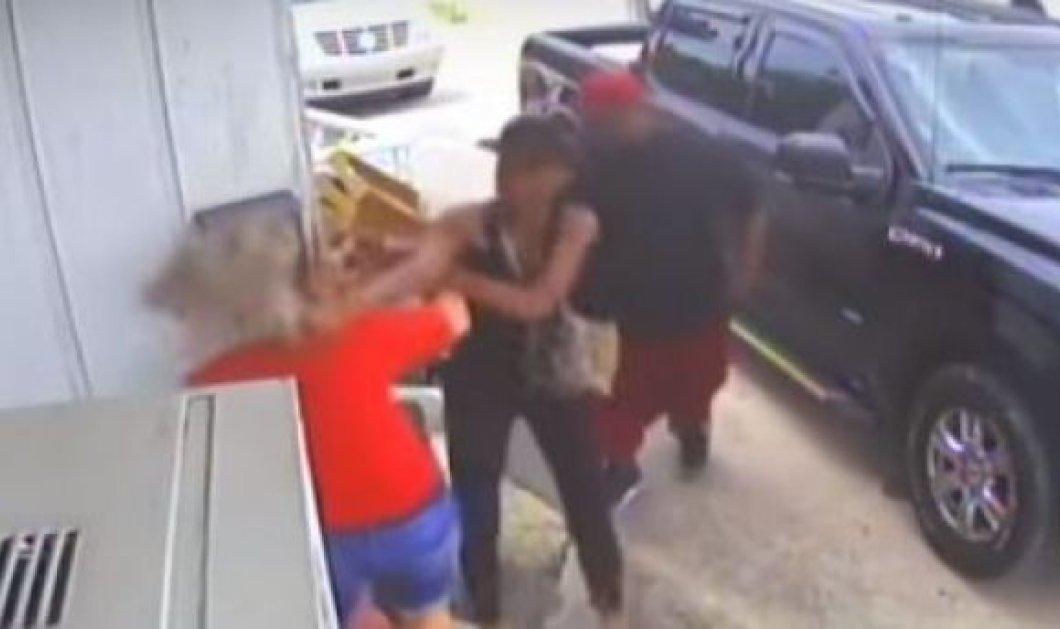 Βίντεο: Έσπασαν στο ξύλο την ταβερνιάρισσα & την έφηβη κόρη της γιατί το κοτόπουλο ήταν κρύο  - Κυρίως Φωτογραφία - Gallery - Video